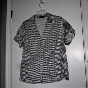 AVENUE BLACK & WHITE BUTTON DOWN SHIRT SIZE 18/20